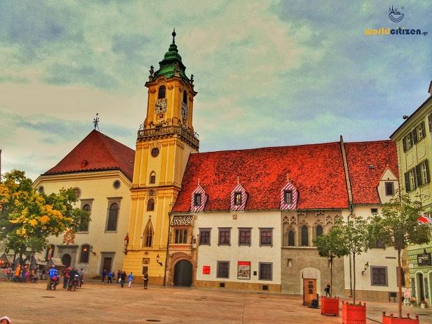 Μπρατισλάβα, Σλοβακία ~ Ταξιδιωτικός οδηγός, φωτογραφίες, αεροπορικά εισιτήρια, ξενοδοχεία, ενοικίαση αυτοκινήτων, δραστηριότητες | Παραδοσιακά κτίρια στην παλιά πόλη.