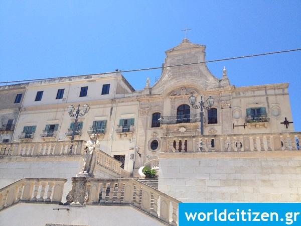 Ιερός ναός του Αγίου Φραγκίσκου του Παόλα στο Μιλάτσο της Σικελίας στην Ιταλία.