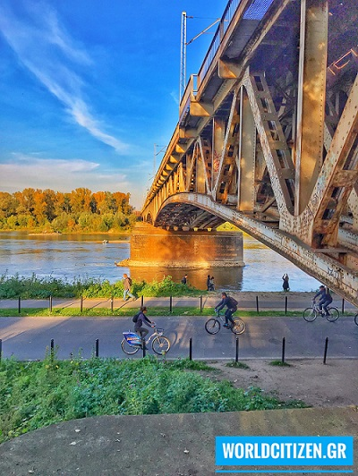 Γέφυρα στον ποταμό Βιστούλα στη Βαρσοβία, Πολωνία.