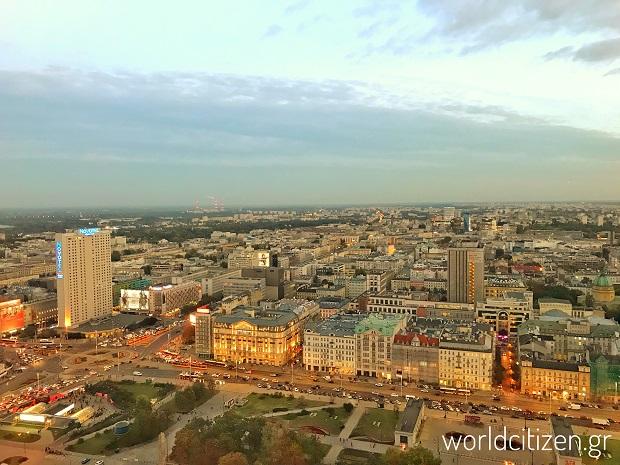 Θέα από το παλάτι του πολιτισμού & της επιστήμης στη Βαρσοβία της Πολωνίας.