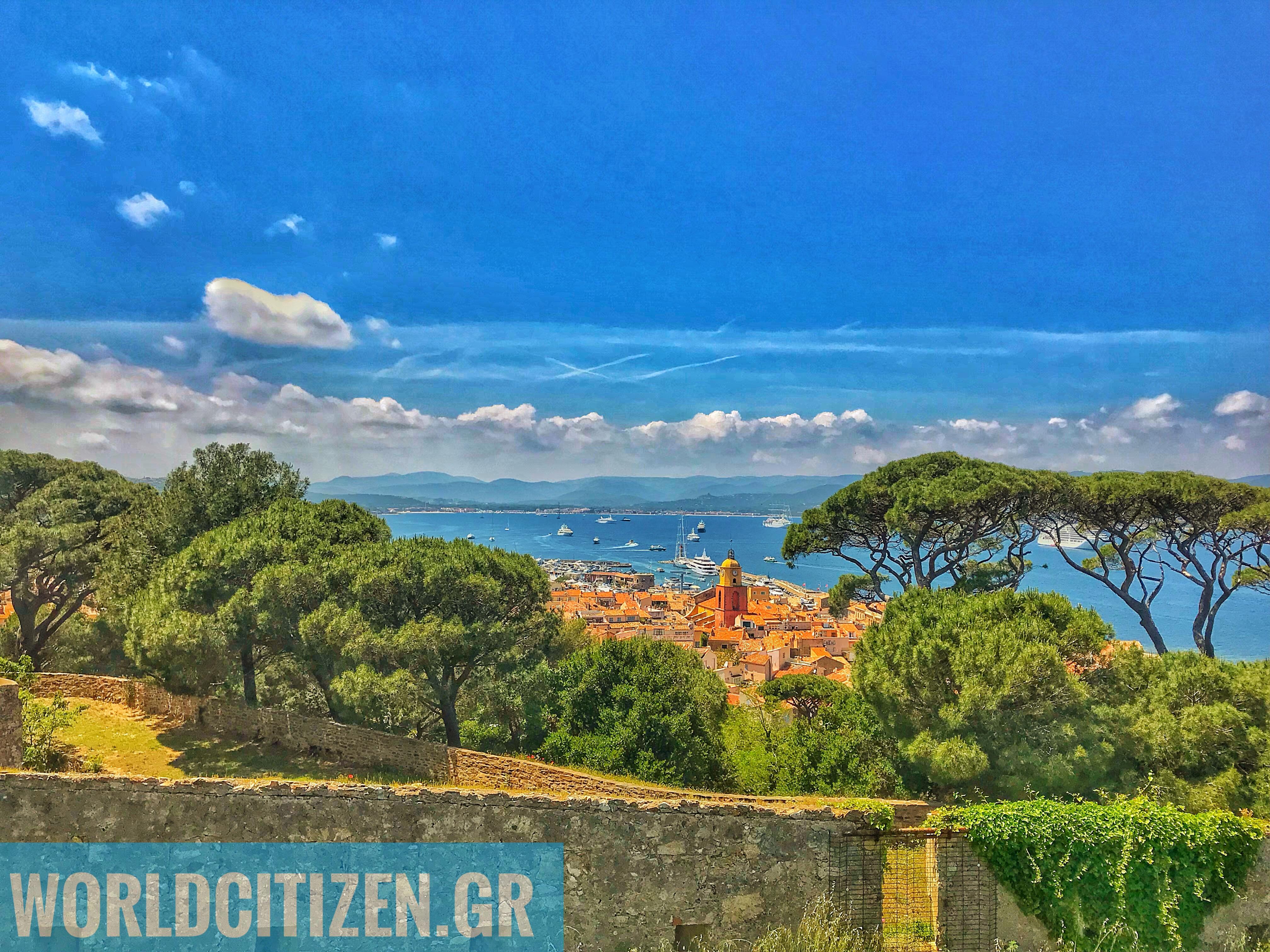 Θέα από το κάστρο Citadelle προς το λιμάνι & το κέντρο του Σαιντ Τροπέζ.