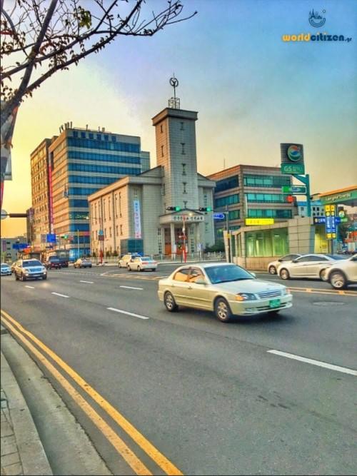 Περιφεριακός δρόμος της πόλης του Ίντσεον στη Νότια Κορέα, πλησίον του εμπορικού λιμανιού της πόλης.