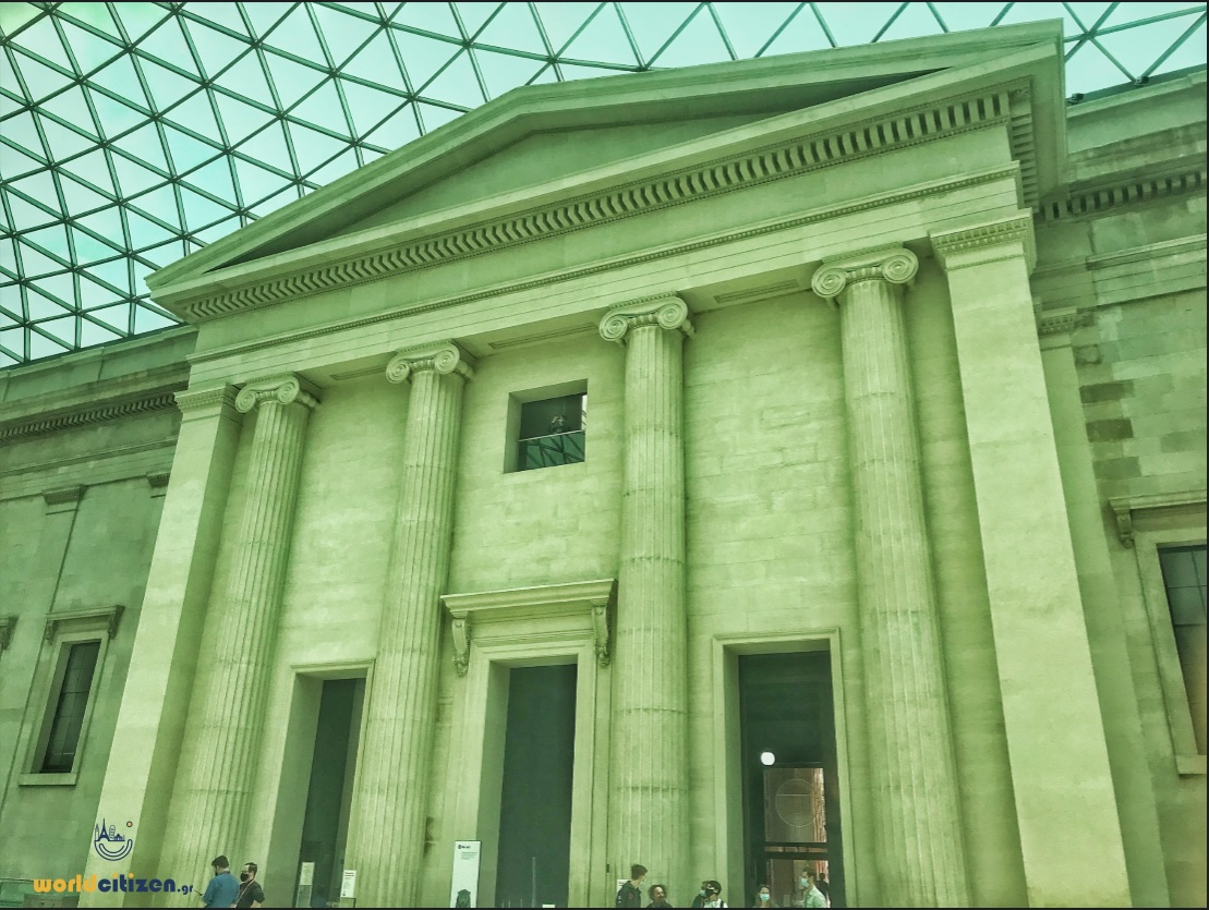 Βρετανικό Μουσείο, Λονδίνο - Πύλη εισόδου προς το χώρο των εκθεμάτων.