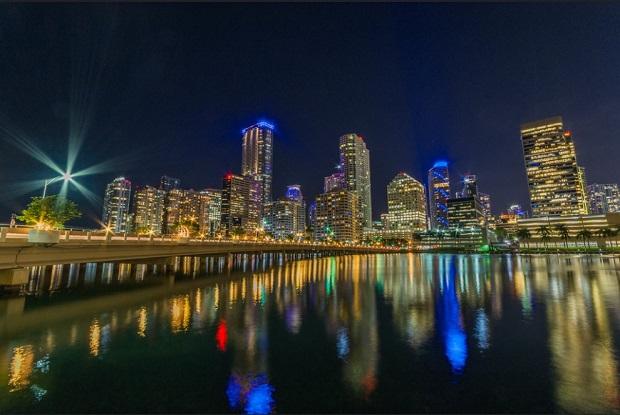 Brickell Key, Miami - Ουρανοξύστες & νυχτερινή διασκέδαση / Flickr, Juan Faraldos.