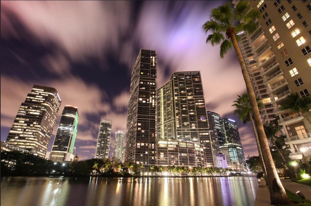 Brickell, Miami ουρανοξύστες & νυχτερινή διασκέδαση.