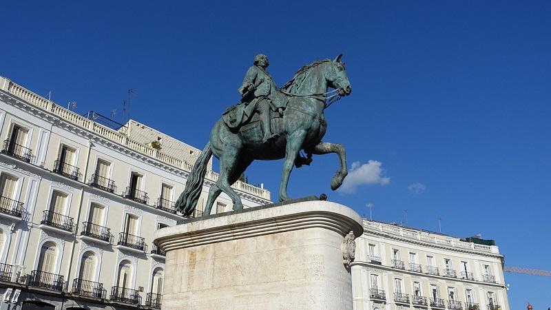 Άγαλμα του Βασιλιά Καρόλου του 3ου στην Puerta Del Sol της Μαδρίτης.