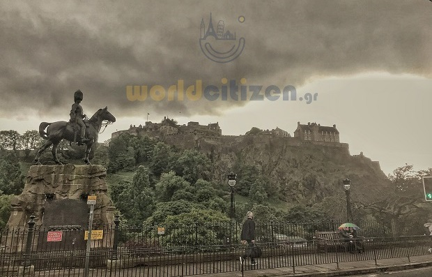 View at the Edinburgh Castle from Princess Street.