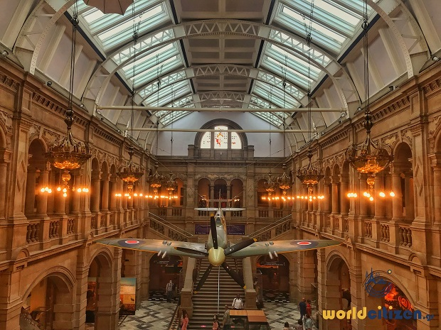 Kelvingrove Museum & Art Gallery in Glasgow, Scotland ~ Εσωτερικός χώρος, κεντρική αίθουσα.